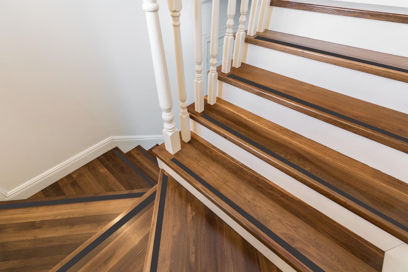 Escaliers éviter chutes bandes antidérapantes