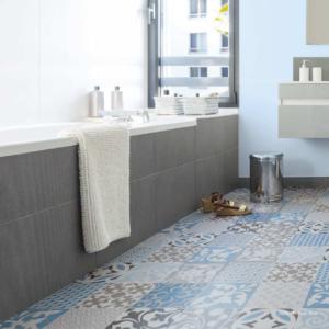salle de bain seniors revêtement de sol anti-glisse